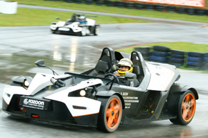 KTM X-BOW Head To Head 02 300x199